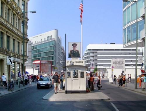 Berlin checkpoint charlie(2)