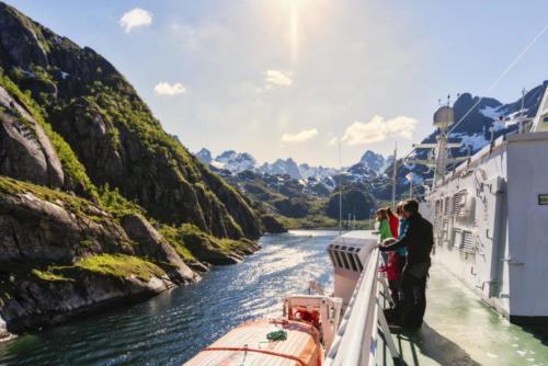 In de nauwe Trollfjord, foto credits Agurtxane Concellon