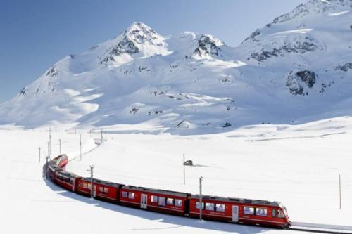 Panoramatrein in de sneeuw